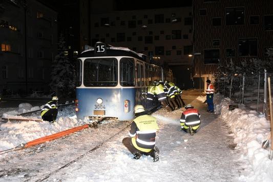 FW-M: Tram entgleist (Neuhausen)