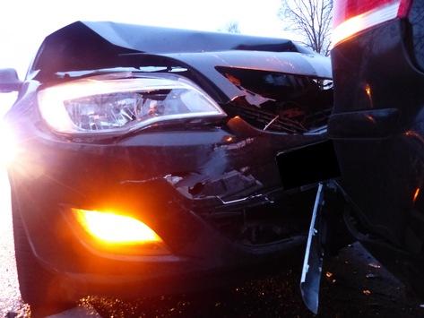 POL-MI: Nach Verkehrsvergehen: Drei Autos in Karambolage verwickelt