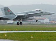 Riss in Rumpf von F/A-18 entdeckt