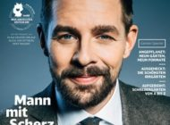 """""""Ich bin oft bemüht lustig"""": Klaas Heufer-Umlauf spricht mit DB MOBIL über sein Verständnis von Humor, warum Rechtsextreme dabei nicht mitreden können und was Trump-Witze unverzichtbar macht"""