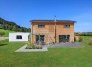 FOCUS-Magazin zeichnet Ökohaus-Pionier Baufritz als branchenweiten Nachhaltigkeits-Testsieger aus / Die nachhaltigsten Bio-Holzhäuser kommen aus dem Allgäu