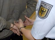 Bundespolizeidirektion München: Europaweit gesuchter Urkundenfälscher gefasst - Rumäne muss in Auslieferungshaft
