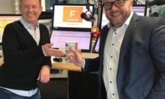 """Regisseur Pit Weyrich im Podcast """"FRAGEN WIR DOCH!"""" über die TV-Show """"50 Jahre ZDF-Hitparade"""": """"Ich habe in der letzten Zeit selten einen so wachen Thomas Gottschalk gesehen."""""""