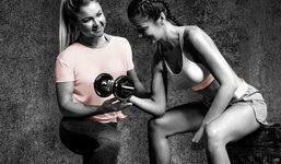 Fit mit ALDI und Sophia Thiel: Textil-Kooperation mit Fitness-Influencerin