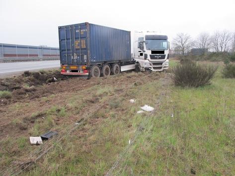 POL-ROW: Hoher Schaden nach Verkehrsunfall auf der Bundesautobahn 1 in Fahrtrichtung Bremen, zwischen Sittensen und Elsdorf