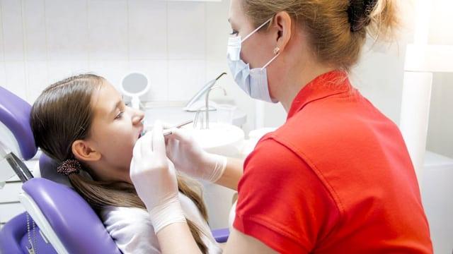 Tochter soll Zahnarztrechnung für säumigen Vater zahlen