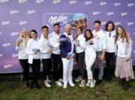 Promis beweisen unschlagbares Teamwork beim Milka Charity-Blobbing-Event / In Hamburg wagten Stars den Sprung ins kühle Nass für den guten Zweck