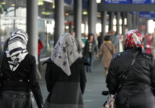 Thüringens Ministerpräsident und Grundschulen gegen Kopftuchverbot