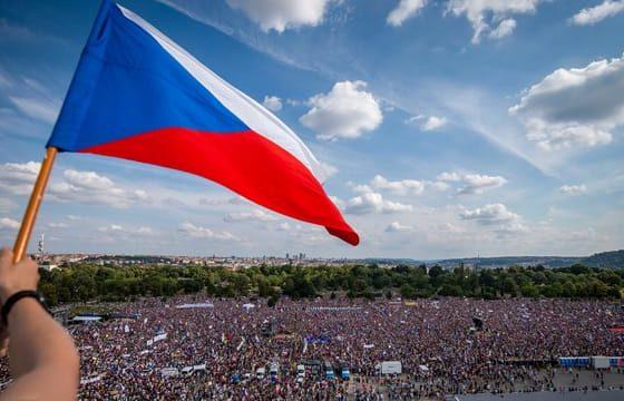 Eine Viertelmillion Demonstranten fordern Rücktritt von Babiš