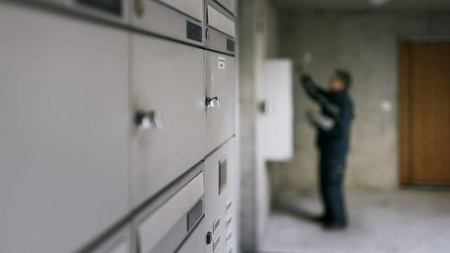 Parlament fordert Schweizer Briefkästen von Internetgiganten