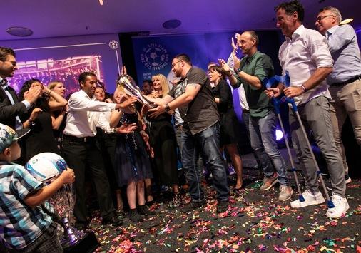 400 Branchenvertreter feiern Jubiläum des Internationalen Messestädte Fußballturniers in Berlin