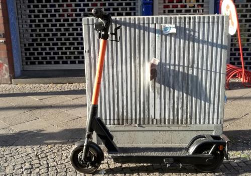 Scheuer: Städte sollen härter gegen Verstöße bei E-Scootern vorgehen