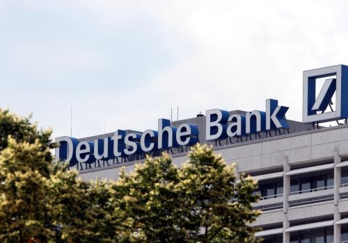 """Deutsche Bank will """"substanzielle Zahl"""" an Stellen streichen"""