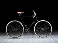 Radsport-Fan startet mit Nachbau eines über 120 Jahre alten SLAVIA-Fahrrads bei der L'Étape du Tour
