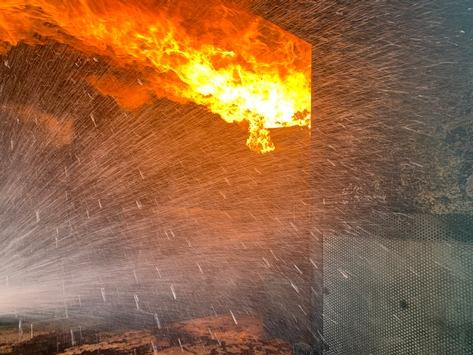 FW-LK Leer: Dreitägige Hitzeschlacht auf der Nesse  Realbrandausbildung für über 100 Feuerwehrleute auf dem Gelände der Kreisfeuerwehr Leer