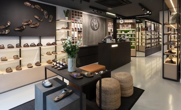 Birkenstock vergrößert seinen Fußabdruck im Herzen der britischen Modemetropole / Neue Stores auf Carnaby Street und im Westfield Shopping Center eröffnet