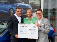 SKODA übergibt Spendenscheck im Rahmen der Tour der Hoffnung