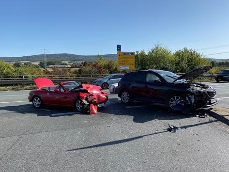 POL-NI: Unfall AS Lauenau / B 442  1x Schwerverletzt, 25.000,- Euro Schaden, erhebliche Verkehrsbehinderungen