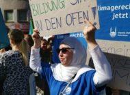Einfach eine Frage der sozialen Gerechtigkeit / Mit über 70.000 Menschen demonstrierte Islamic Relief Deutschland in Köln für das Netto-Null-Ziel und die Senkung der CO2-Emissionen