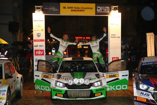 Rallye Erzgebirge: SKODA Piloten Kreim/Braun ,schwimmen' zum Sieg – Titelentscheidung vertagt