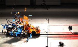 Crash Boom Bang mit Lego-Steinchen / Porsche gegen Bugatti - digital versus real in der ADAC Crashanlage
