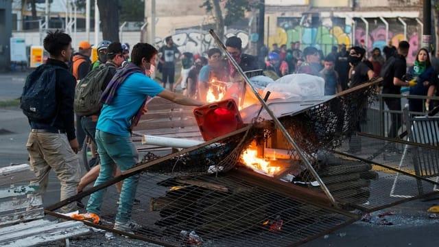 «Das Feuer mit Benzin löschen»