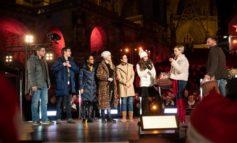 """Schöne Bescherung: """"In aller Freundschaft""""-Kollegen überraschen """"Die jungen Ärzte"""" bei MDR-Live-Show """"Weihnachten bei uns"""" in Erfurt"""