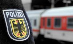 Bundespolizeidirektion München: Frau stürzt ins Gleis - Retter setzen ihr eigenes Leben aufs Spiel