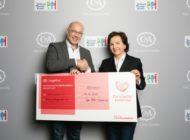 C&A spendete 100.000 EUR an Hamburger Stiftung Mittagskinder / Stiftungsgründerin und Stiftungsvorstand Susann Grünwald nahm Spendenscheck entgegen