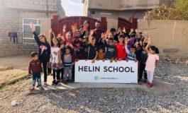 reproplan spendet Alu-Schild für geflüchtete Kinder in irakischer Schule