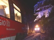 Bundespolizeidirektion München: Triebfahrzeugführer bringt Regionalbahn rechtzeitig zum Stehen / Züge stehen sich auf eingleisiger Strecke gegenüber - Fahrgäste evakuiert