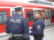 Bundespolizeidirektion München: Fahrscheinkontrolle eskaliert: 18-Jähriger attackiert und verletzt Prüfdienstmitarbeiter
