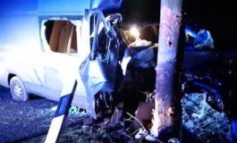 POL-STD: Transporterfahrer prallt frontal gegen Baum - durch Glück unverletzt