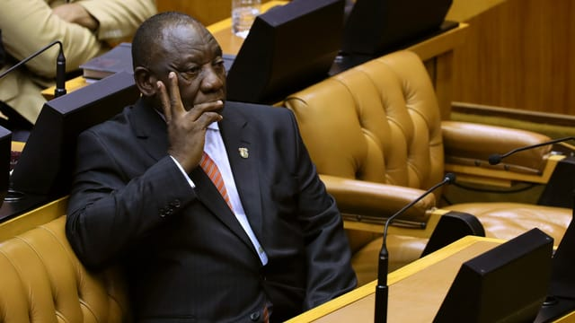 Opposition bombardiert Parlament mit Anträgen