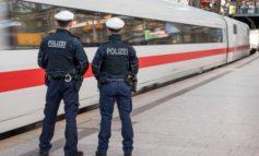 BPOL-HH: Reisende ertappen Kofferdieb im ICE