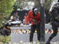 Polizisten greifen Hauptquartier der Armee an