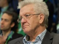 Baden-Württembergs Ministerpräsident sieht Demokratie in Gefahr