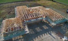 Der Dachstuhl wächst in wenigen Sekunden nach / Bauen mit natürlichen Ressourcen ist ein echter Mega-Trend