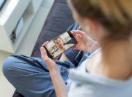 """Unentbehrliches Handy: CosmosDirekt sorgt für Schutz des """"Lieblingsstücks"""""""