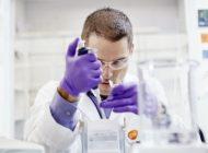 GSK will im Jahr 2021 seinen Wirkverstärker für eine Milliarde Pandemie-Impfstoff-Dosen herstellen, um mehrere COVID-19-Impfstoff-Kooperationen zu unterstützen