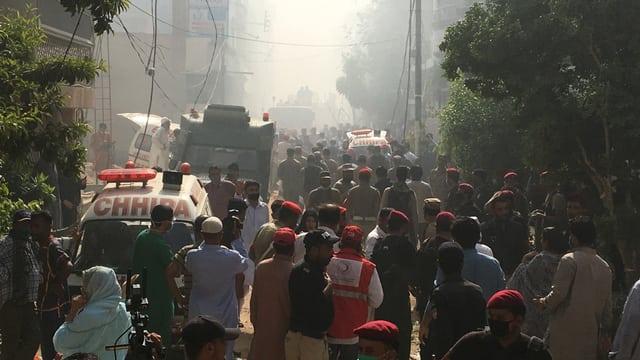Flugzeug stürzt in Pakistan ab – viele Tote befürchtet