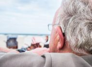 Zum Urlaubs-Check beim Hörakustiker / Die Klänge des Sommers entspannt genießen