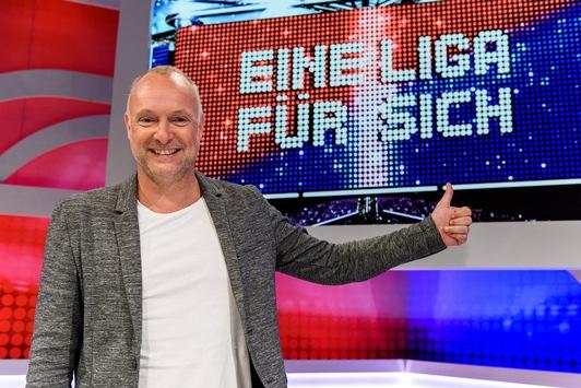 """Frank Buschmann in den Startlöchern: Drehstart der vierten Staffel """"Eine Liga für sich – Buschis Sechserkette"""" ab 6. Juli in Köln"""