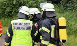 FFW Schiffdorf: Baggerfahrer beschädigt Gasleitung - Großaufgebot der Feuerwehr wird alarmiert