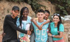 """""""Stopp!"""" - Wie Eltern ihre Kinder gegen Rassismus stärken können / Ein Ratgeber der SOS-Kinderdörfer weltweit"""