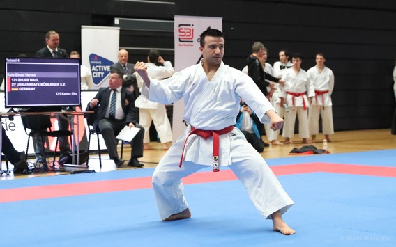 Immer wieder aufstehen nach Krieg und Flucht / Wie die Sportart Karate dem syrischen Flüchtling Wael Shueb geholfen hat, von Olympia 2021 in Tokio träumen zu dürfen