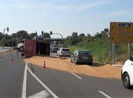 POL-HWI: Umgekippte Getreideanhänger sorgte für Sperrung der B 104