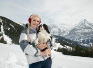 Olympische Goldmedaillengewinnerin Lindsey Vonn und ihre Hündin Lucy sind Gastgeber der neuen Amazon Original Show The Pack