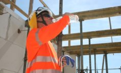 BG BAU rät zur Vorsicht bei Hitze - Wer im Freien arbeitet, sollte sich schützen