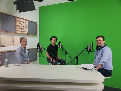 Vom Design-Thinking-Projekt zum erfolgreichen Unternehmen – die neue Folge des HPI-Podcast Neuland mit Dr. Claudia Nicolai und Lucas Paes de Melo